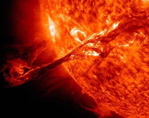 683943main_eruption-zoom.jpeg