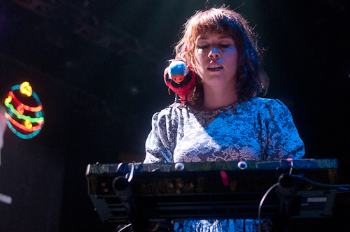 Grouplove: a parrot on her shoulder, saying everything while she talked