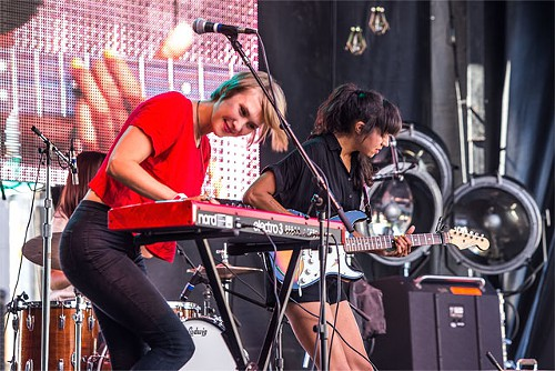 La Luz play songs that sound like a '60s car chase that ends at a beach front 7-11 on free Slurpee day.