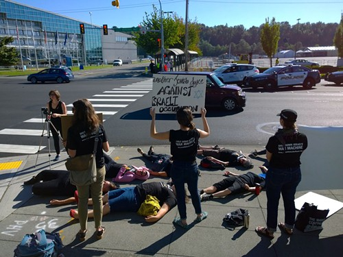 Another Jewish dyke against Israeli occupation, at Boeing now.