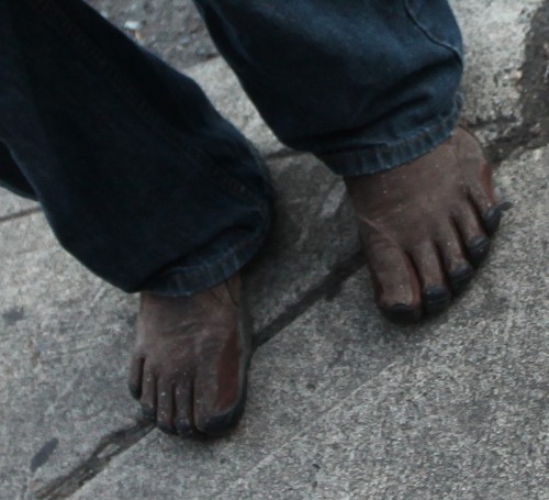 No really, look at deez feet!