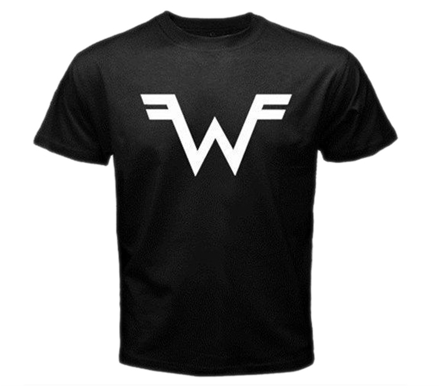 Weezer headlined Saturday night. The only thing I learned, is that if you werent a fan in the 90s (I wasnt) then you probably wont start being a new fan in 2015 (I wont.) Also, their logo looks the 1980s WWF Wrestling Federation logo, doesnt it?