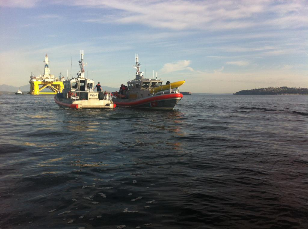 Thats a US Coast Guard boat loaded with kayaks. In the course of writing this Morning News, all the kayaktivists have been rounded up and detained.