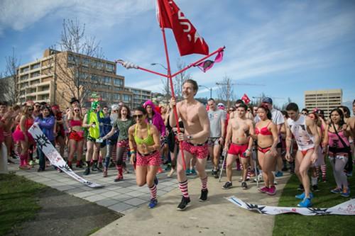 Undie runners begin the run in Lake Union Park