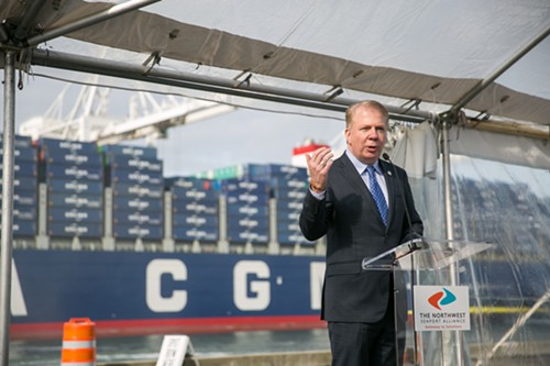 Mayor Ed Murray welcomes the largest container ship in the Port of Seattles history